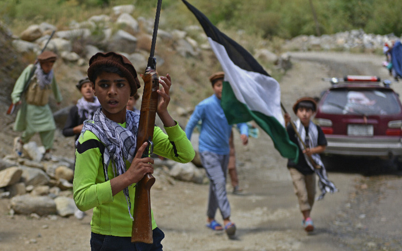 AFP'nin Afgan çocuk askerleri övmesi büyük tepki çekti