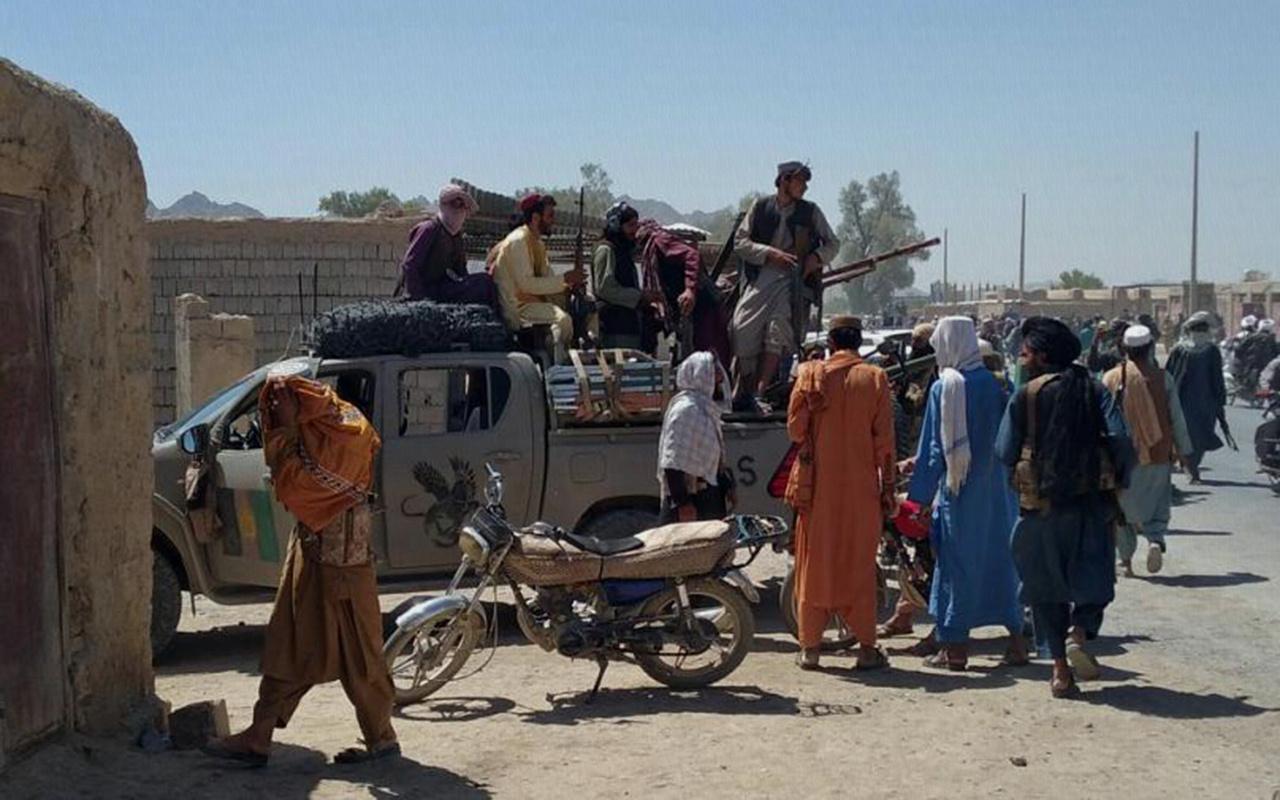 Taliban'ın Afganistan Kandahar'da kontrolü ele aldığı iddia edildi