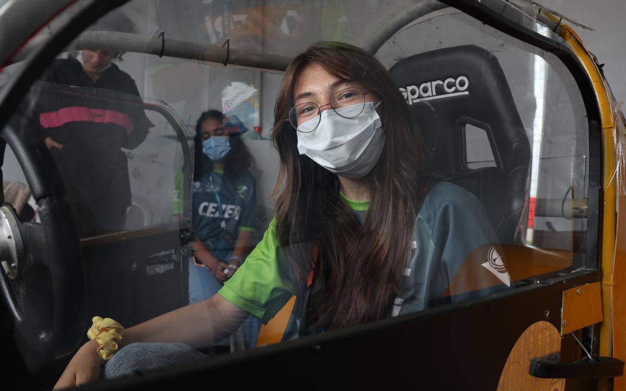 Kocaeli'de liseli kızlar elektrikli araç üretti! Erkekler getir götür yaptı